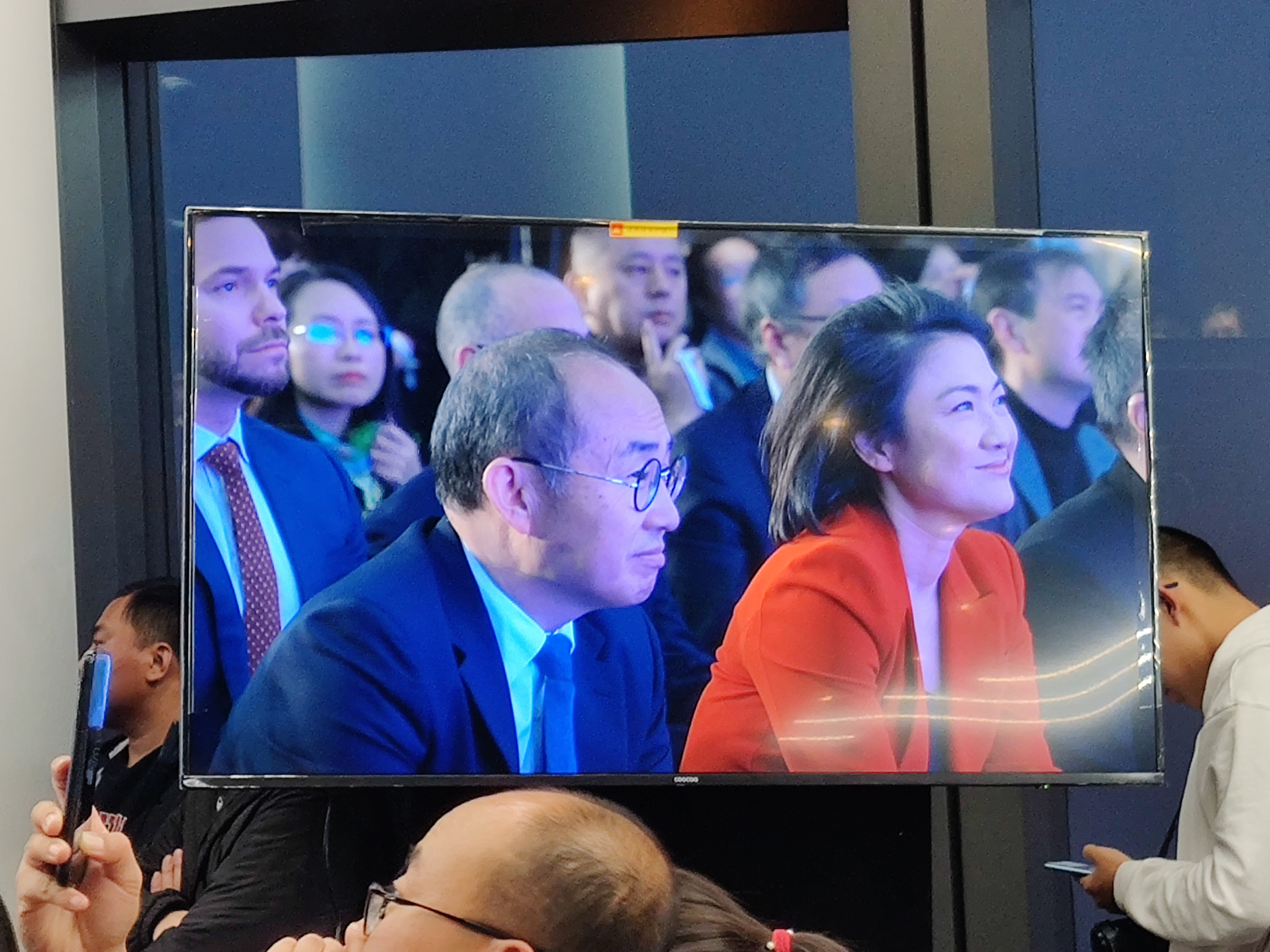 "SOHO中国路在何方:五年""只卖不买""出货233亿,潘石屹称""不是跑路"""