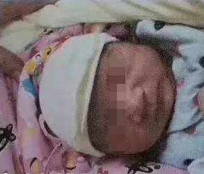 四川閬中一新生男嬰被棄草叢,10多天過去親生父母仍未出現