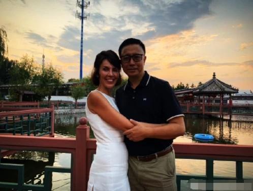 疯狂英语李阳家暴妻子后疑似复婚,妻子发长文:我永远爱他