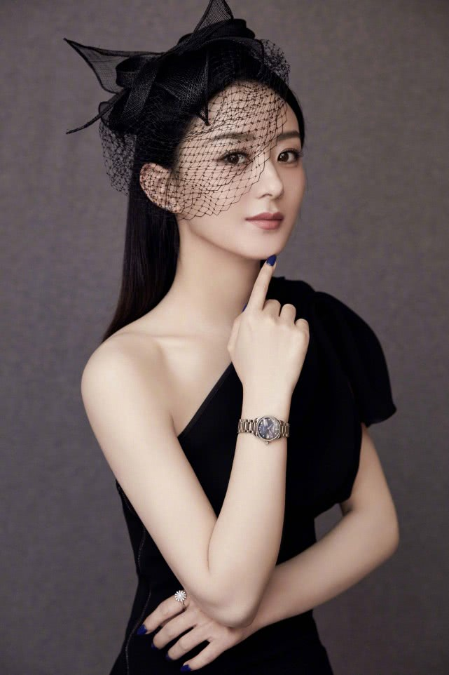 赵丽颖成为首位话题阅读量破千亿的艺人,这个成绩足够骄傲了