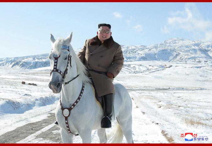 时隔49日,朝鲜最高领导人金正恩骑马再登白头山