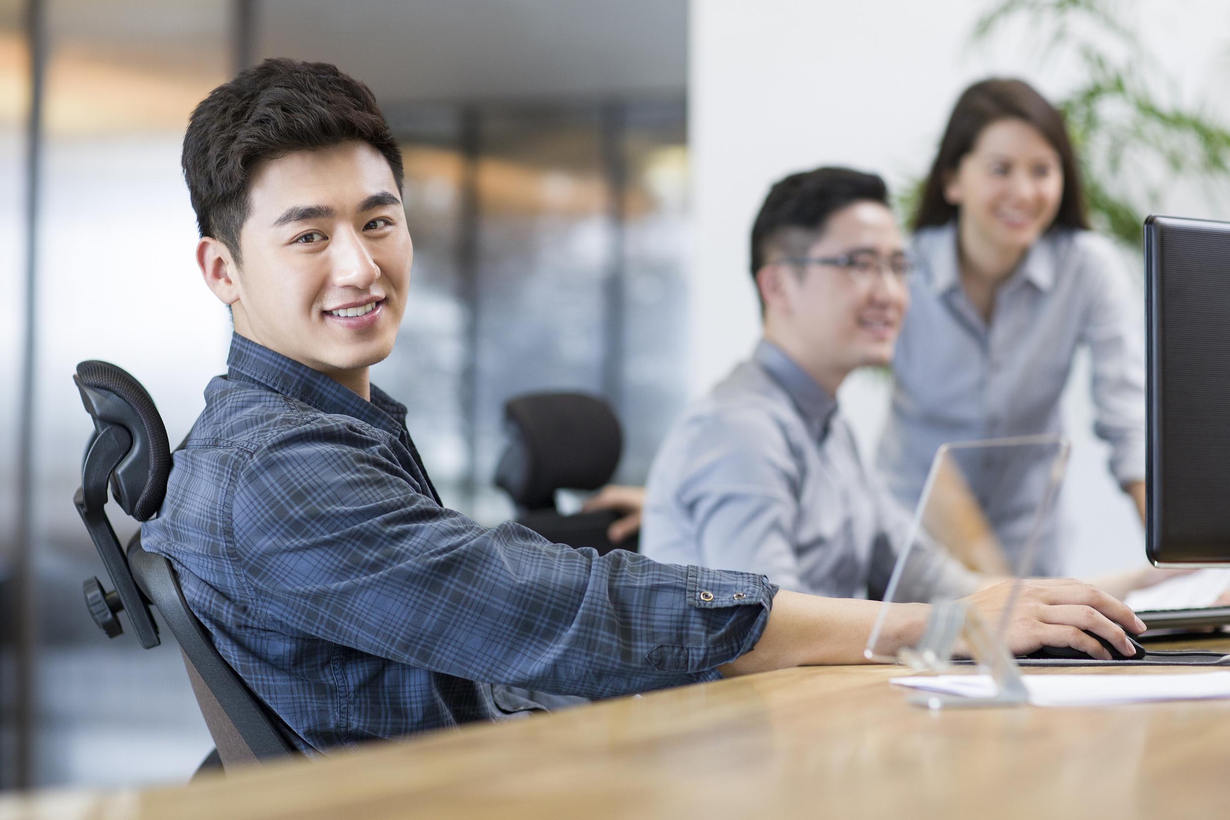 过半理工科留学生认为找工作不难,虽然就业竞争压力大