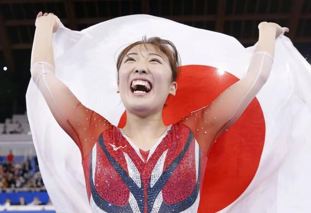 [杨华评论]原创日本蹦床美女世锦赛夺金,颜值媲美何雯娜,狂言奥