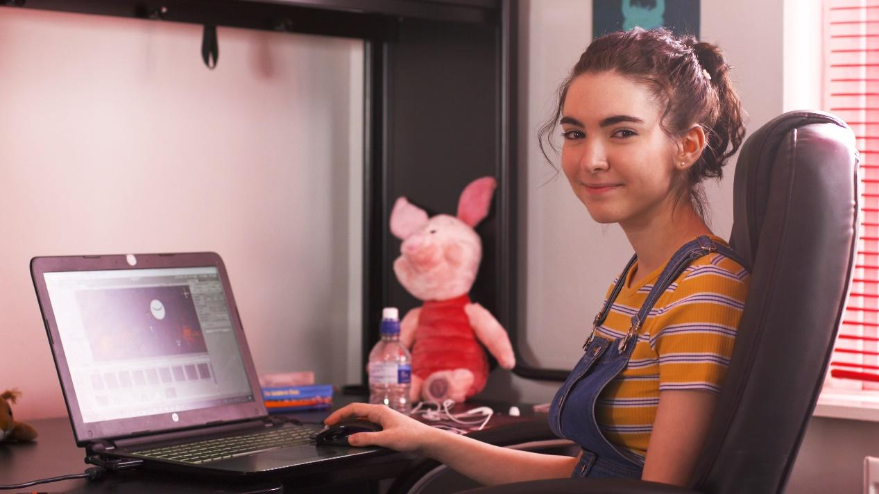 17岁独自开发游戏,这位重度焦虑症患者在游戏中治愈自己_艾米丽·米切尔