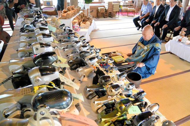 国际油价实时走势图日本寺庙给机器狗办集体葬礼 和尚念经超度
