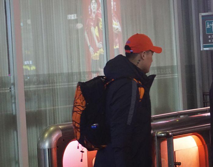 [鲁能泰山资讯]鲁能24人抵达上海,主力阵容接近浮现,李霄鹏的用