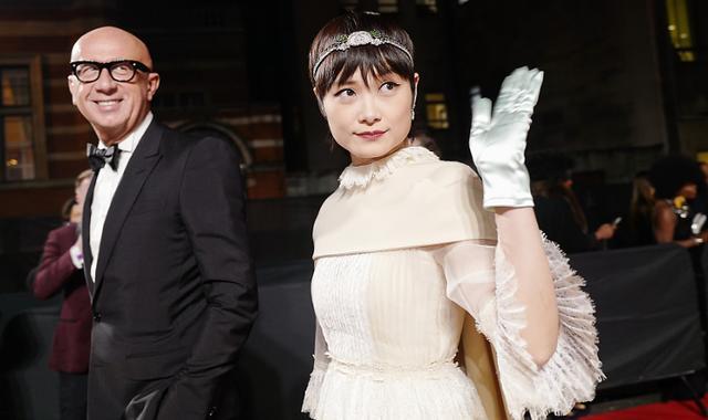 李宇春穿蛋糕裙,满屏的女人味,造型却被吐槽是早版的封神榜!