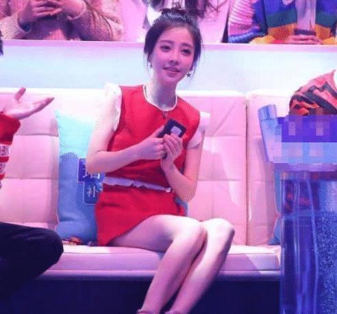 """为何吴京""""劝女孩不要进娱乐圈""""看到冯提莫这组图,瞬间懂了"""