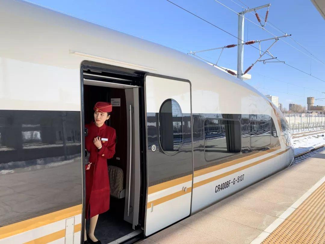快看!京张高铁开始试运行了,动车小姐姐惊艳亮相…