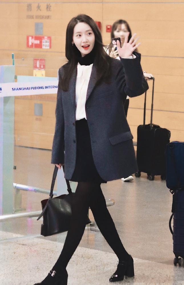 """林允儿一到中国就放弃清纯人设,穿""""黑丝""""走机场,粉丝受得住?"""