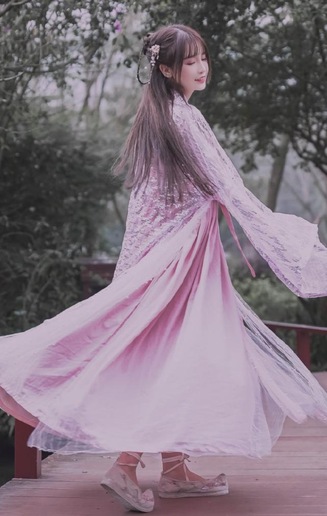本以为杨清柠的萝莉装够美了,直到看见古装,才知啥是人间尤物!