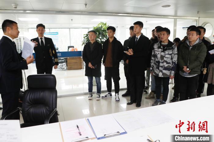 南航公眾開放日讓大學生走近機長 探訪飛行的幕后故事_上海