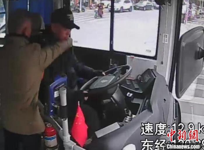 浙江蒼南一七旬老漢毆打公交車司機被刑拘