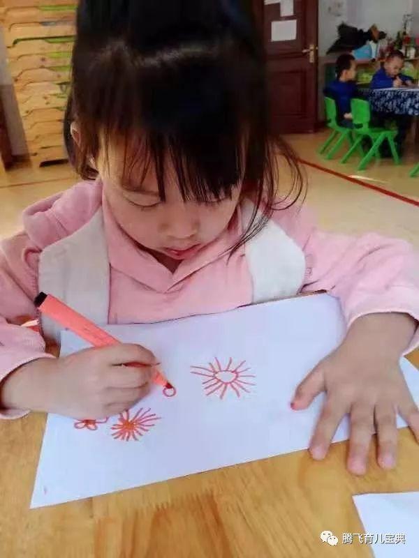 多變的天氣-幼兒作品   多變的天氣-幼兒作品   下雨天-幼兒作品   雷陣雨天-幼兒作品   設計天氣符號   在天氣預報中有著各種各樣不同的符號   孩子們在充分認識天氣后基于自己日常的觀察經驗嘗試用繪畫的方式創造性地表達自己對不同天氣的理解