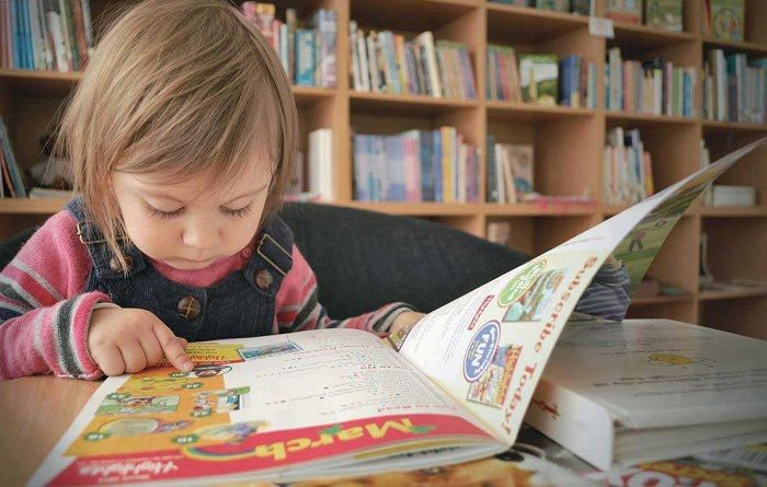 2岁识千字背古诗会英语,别人家的孩子,父母都是这样教的
