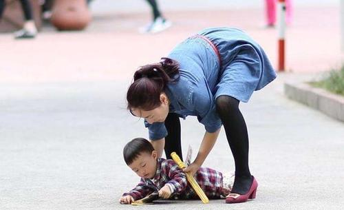 <b>宝宝撞了一下头,耳朵就聋了?跌倒的宝宝,为什么不要马上扶</b>