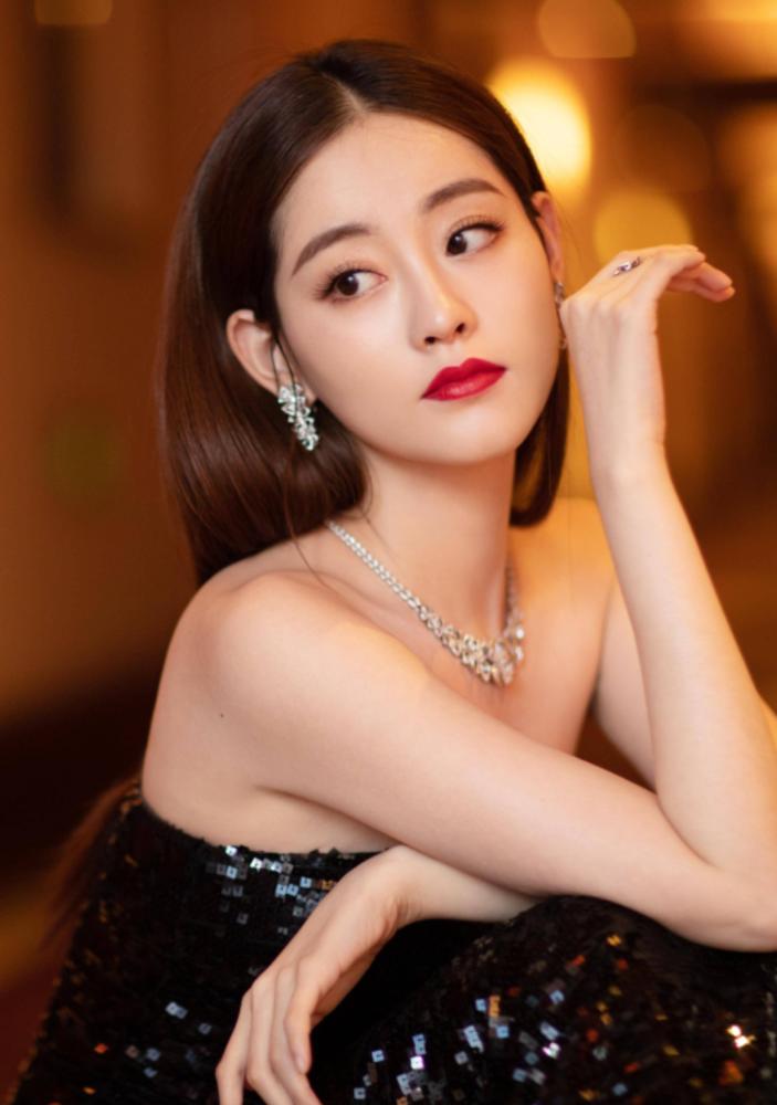 """她是迷倒韩国人的""""周芷若"""",穿无痕裙的身材无人能比,给跪了!"""