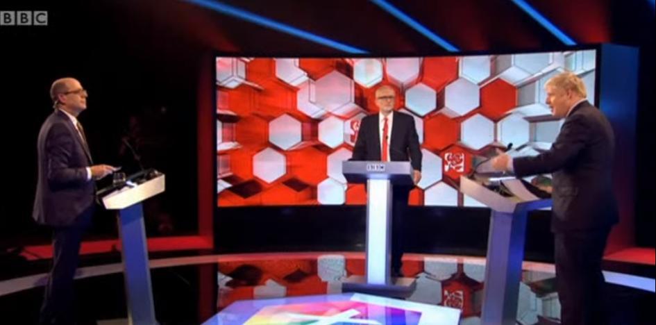 唇枪舌战来拉票 约翰逊与科尔宾进行英国大选前最后一次电视辩论