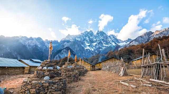 国内海拔最高的徒步栈道,由于名气不大,反而成了世外桃源_香格里拉