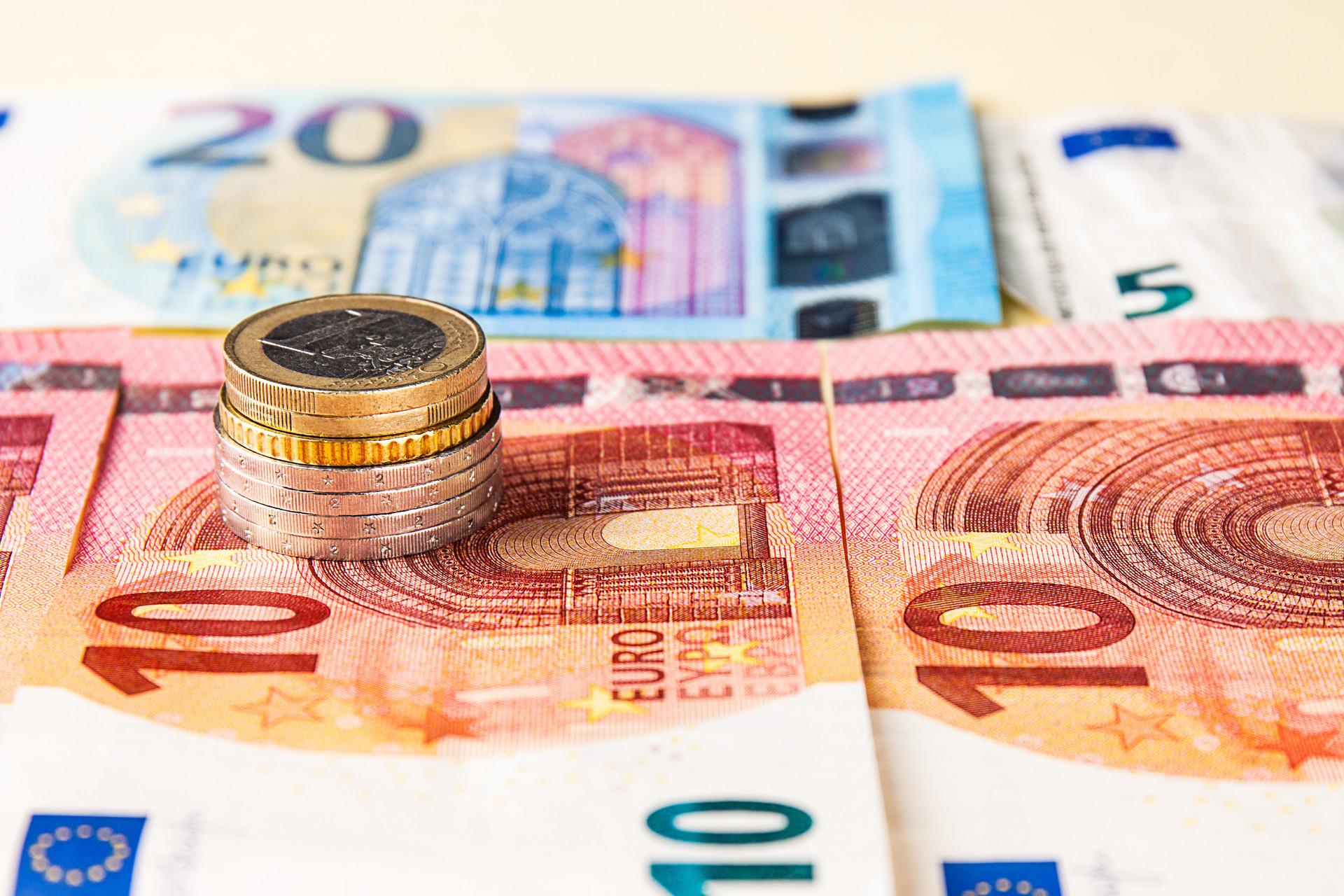 11月末我国外汇储备规模为3.1万亿美元 多名专家解读:账面价值变动主要受汇率影响_债券