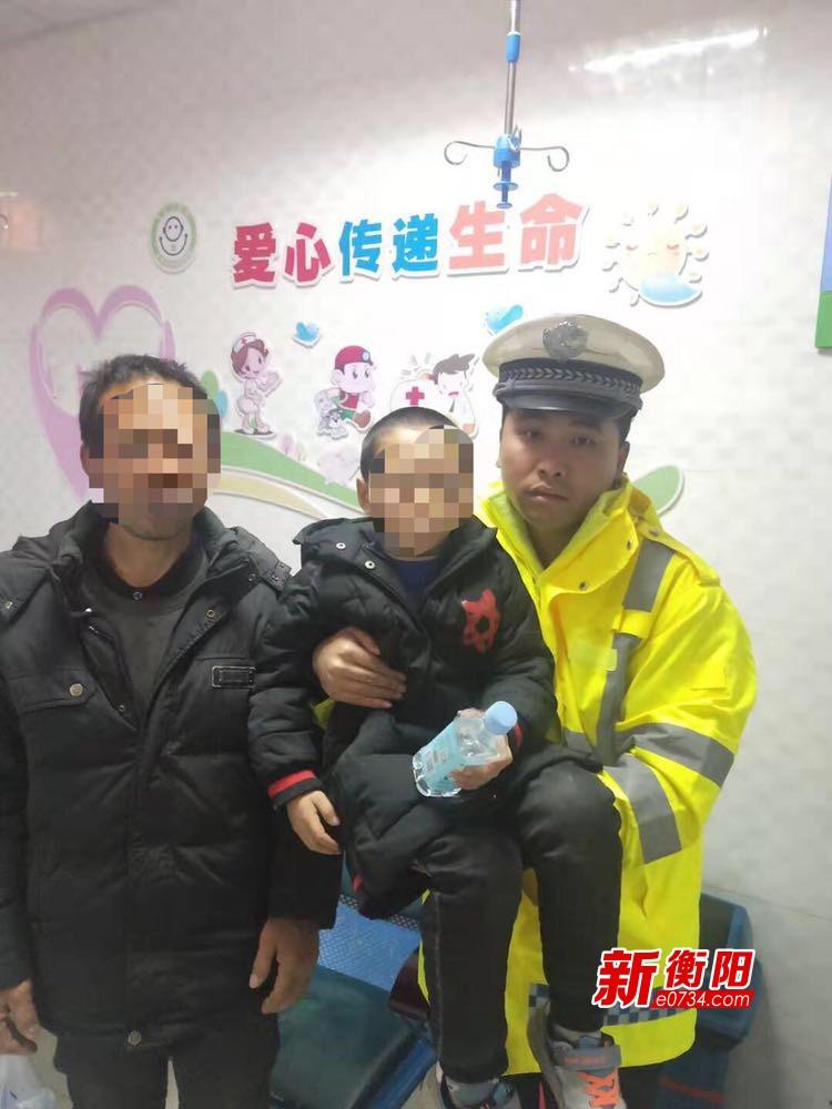 """""""酒司机""""着急送孩子就医被查 交警代驾送小孩就诊"""
