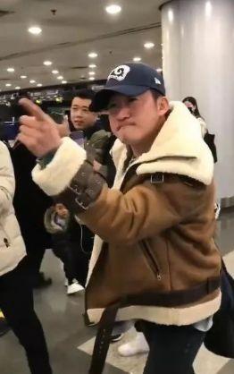 氣炸!吳京機場發飆,網友卻紛紛叫好_代拍者