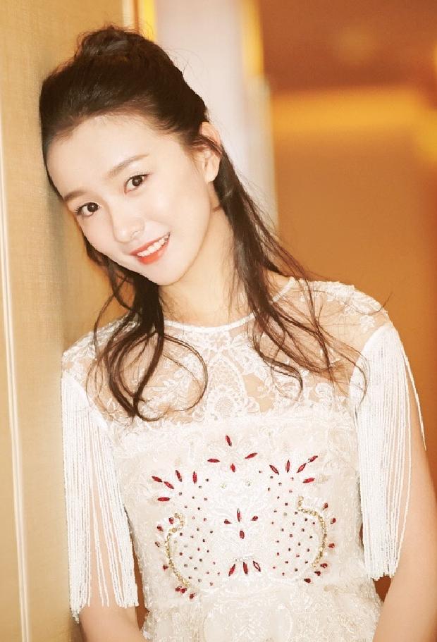 她在《爱情公寓》最痴迷关谷,今28岁穿公主裙,男生会不喜欢?