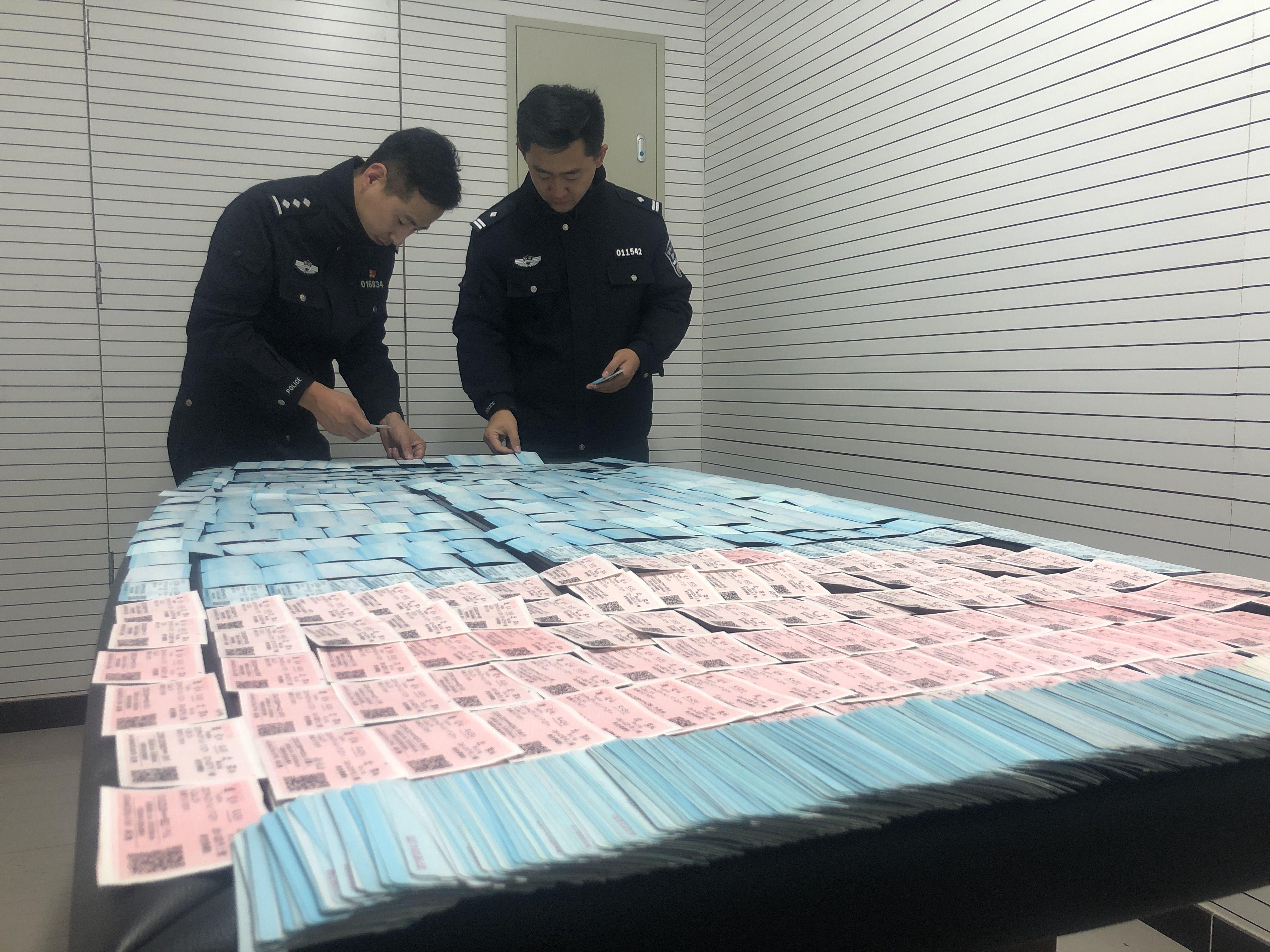北京鐵警搗毀一制假窩點,查獲假火車票2600余張_鐵路