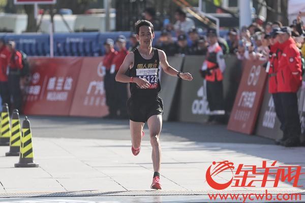 以赛代练 中国马拉松名将董国建获广马第四名破赛会记录_选手
