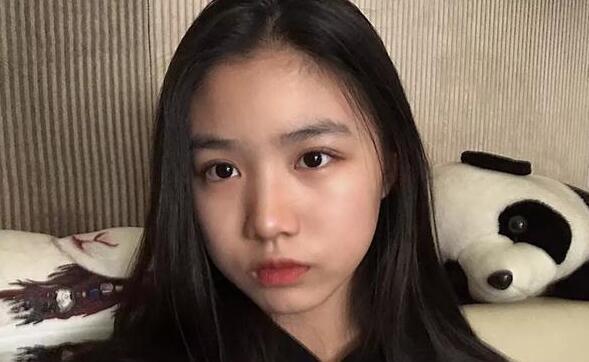 汪峰大女儿微博曝光首个关注后妈章子怡却没关注亲妈!
