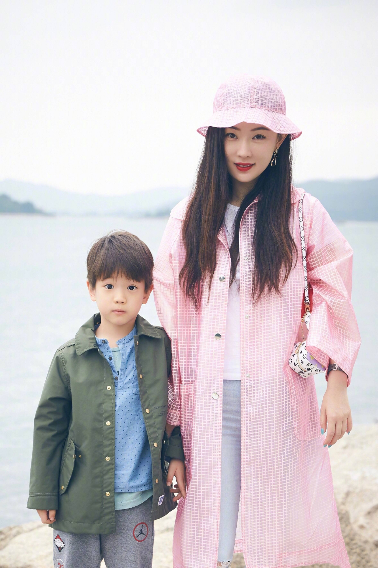 张晓龙老婆结婚照图片