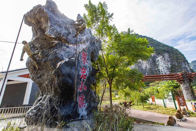廣西馬山縣的攀巖小鎮,已開出500多條攀巖線路和兩條飛拉達線路_巖石