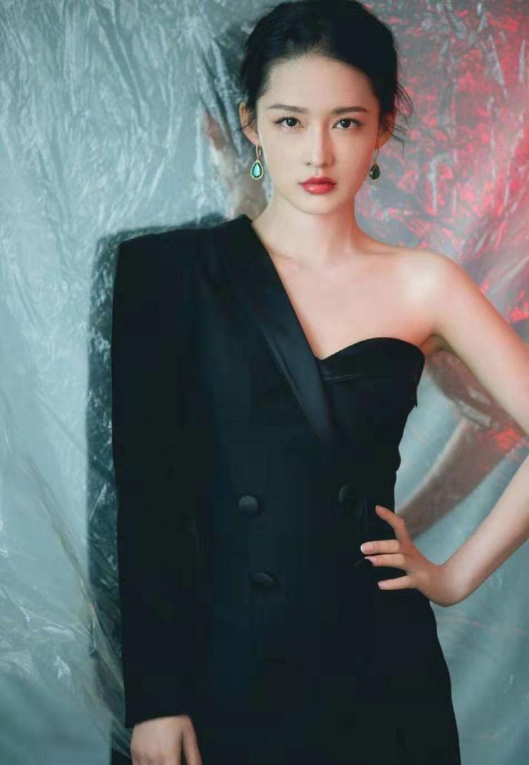女星李沁称最胖时九十斤