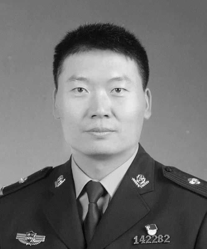 送別!37歲民警犧牲,執法儀拍下的最后一刻讓人心痛…_張勇