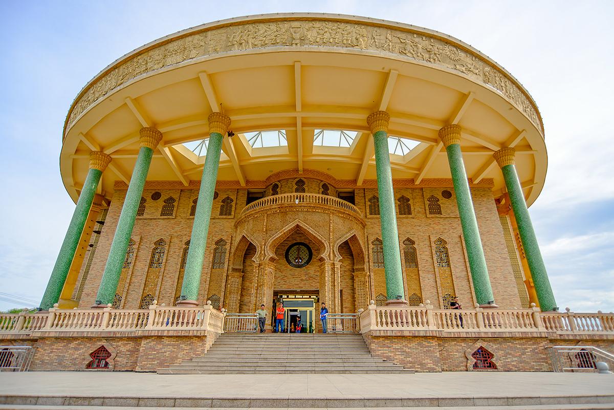 哈密市区有座木卡姆传承中心,而许多来过哈密的游客都错过了这里