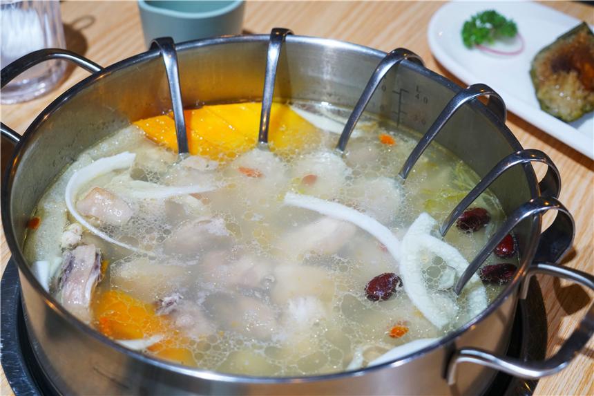 三亞最值得打卡餐廳,被譽為海南十佳,文昌雞和椰子碰撞出的美味_美食