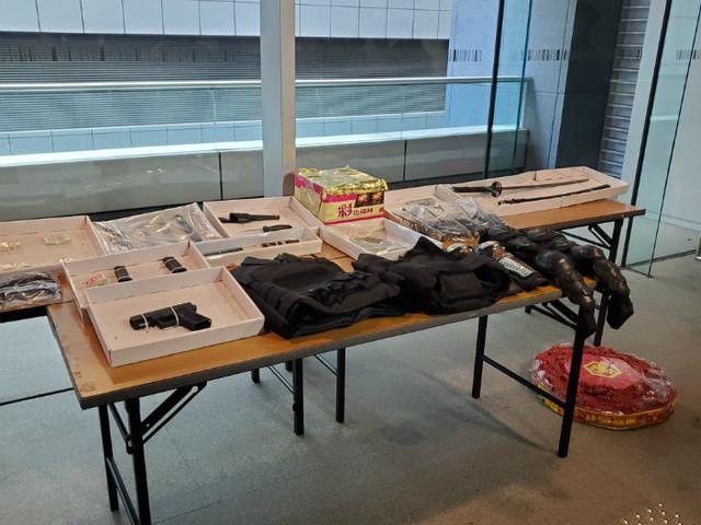 香港檢獲手槍和上百發子彈等武器,拘捕11人!團伙曾欲嫁禍警方_管有