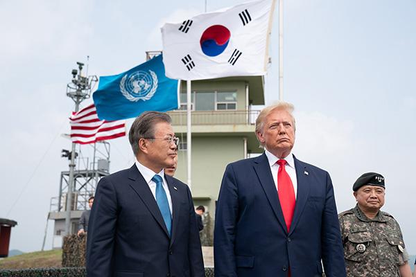 韩方:特朗普与文在寅通电话,认为美方与朝鲜方面应继续对话
