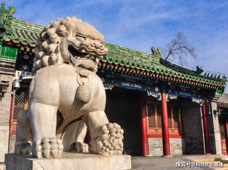 """北京真正的""""豪宅"""",曾是贪官和珅的府邸,一根木头就价值20多亿"""