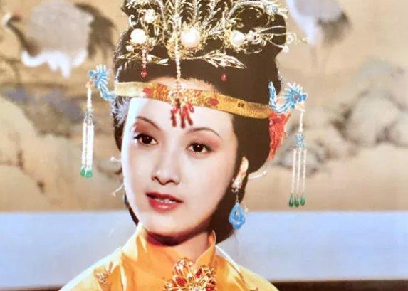 <b>王熙凤的漂亮话, 说出贾母心病, 更抖出王夫人虐待贾敏黑历史</b>