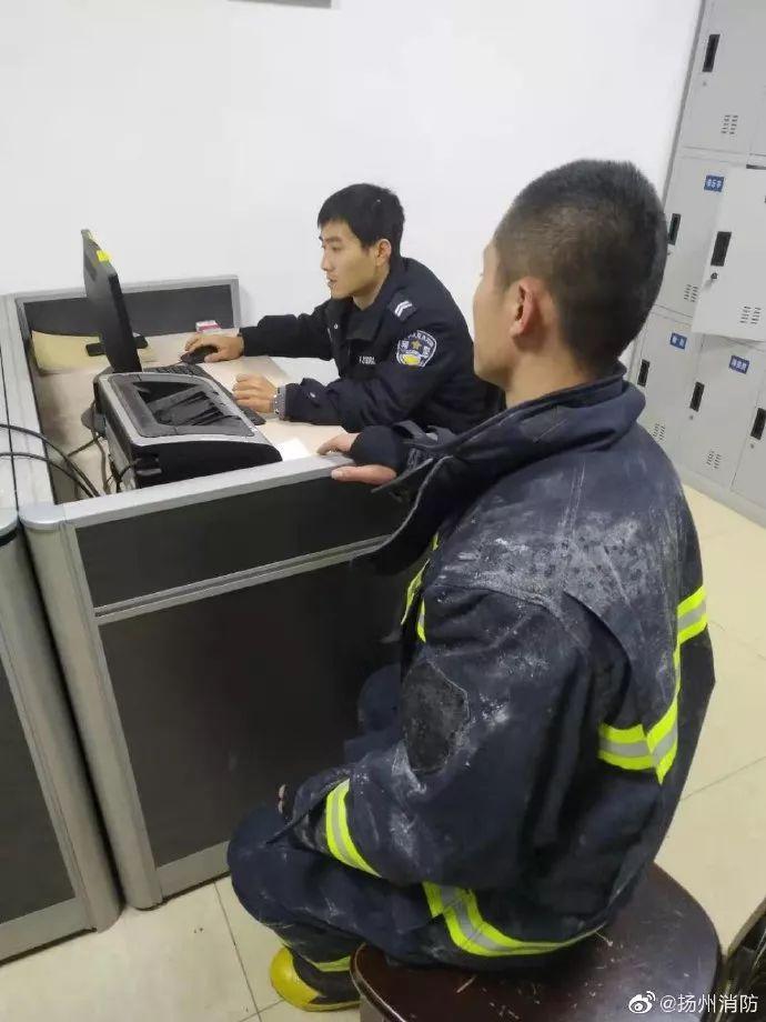 趁火打劫?消防员救火时,放在消防车内的手机被偷,网友怒了!