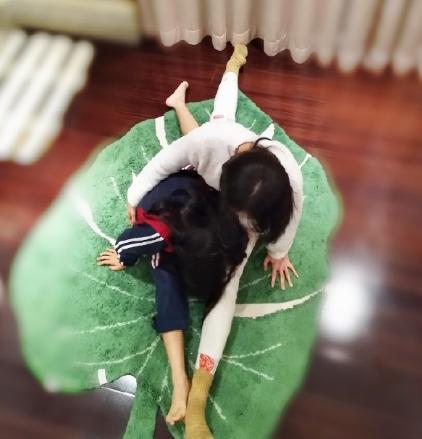 雷佳音老婆晒与7岁女儿合影,素颜接地气,母女都是大长腿 作者: 来源:猫眼娱乐V