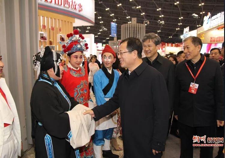 陈振亮在第四届山西文博会朔州展区巡馆