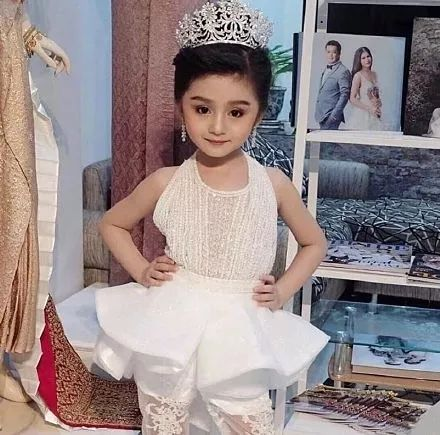6岁女孩赢得选美冠军!网友: 让她做个可爱的小女孩不好吗?