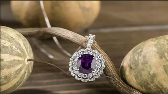 石榴石 VS 碧玺,女人最爱的两大半宝石,究竟哪个更值得买?