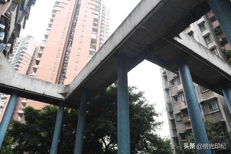 重庆又现魔性建筑 居民出入犹如空中漫步