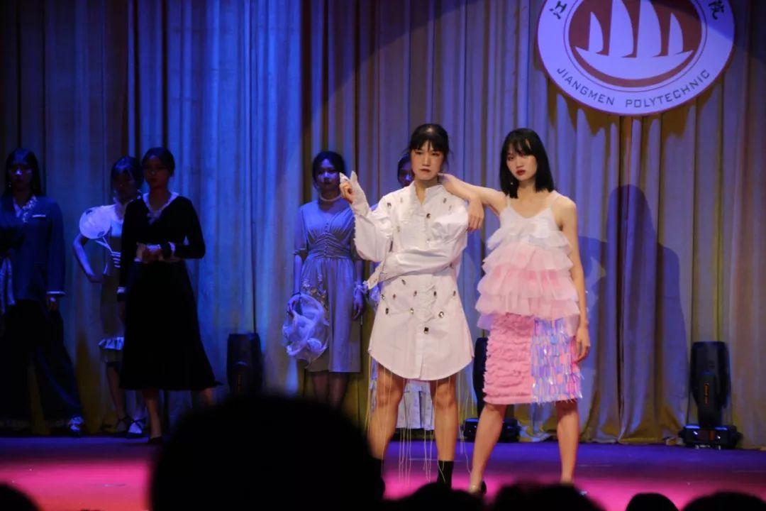 江门职业技术学院第十六届校园文化艺术节之服装设计演绎v职业浩漫画温巧君图片
