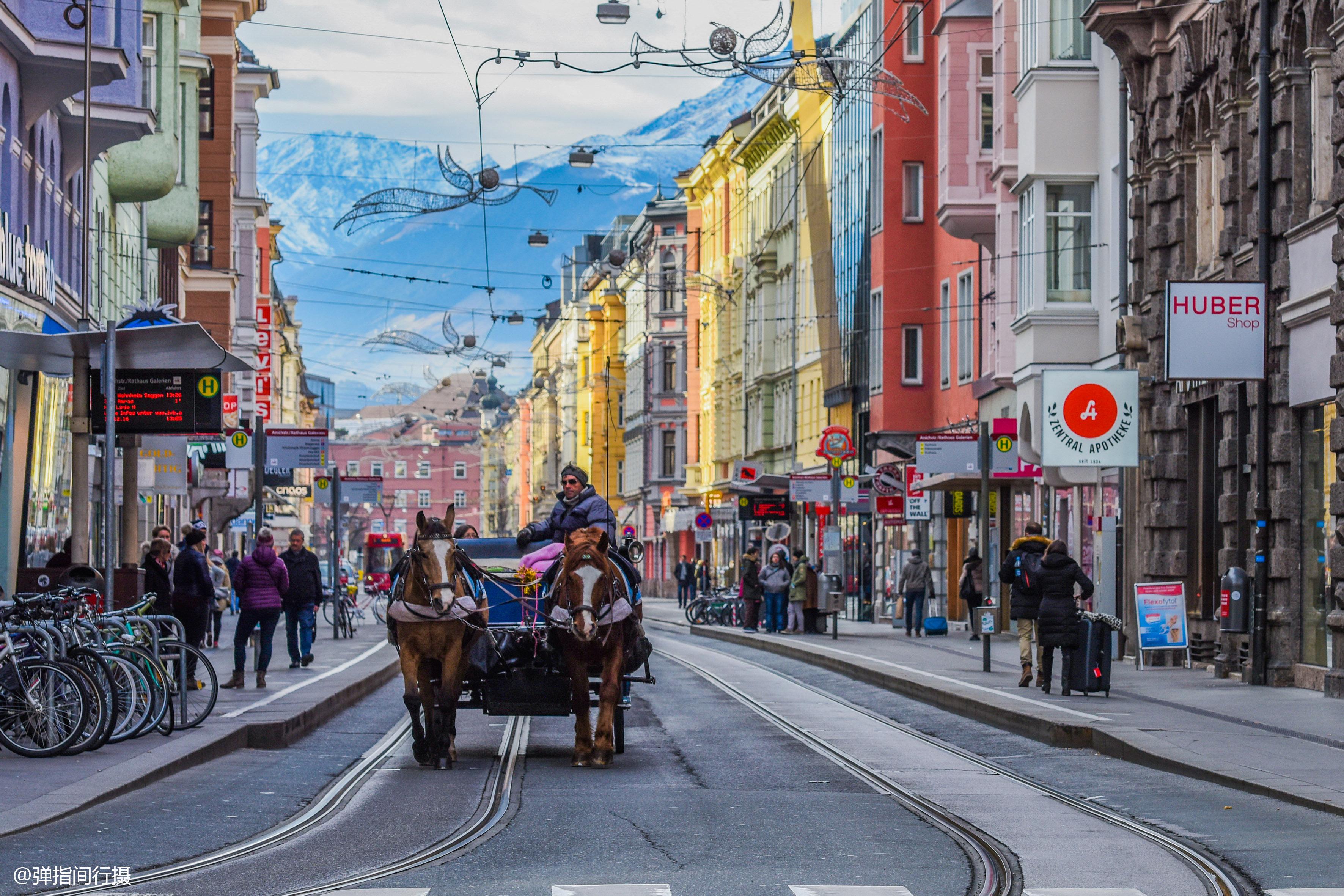 """<b>奥地利最火的旅游城市,一座""""黄金屋""""是地标,游客人数超维也纳</b>"""