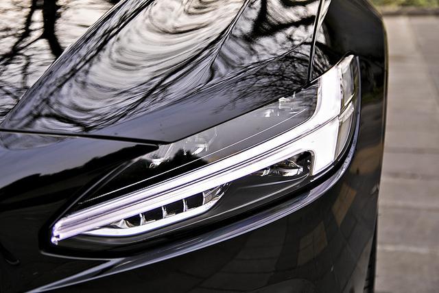 新車首測 沃爾沃2020款S90 T8:插電混動讓駕駛更安逸,這個級別很清新的產品