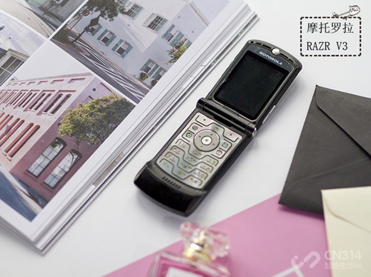 伴随了学生时代的MOTO手机,几款经典勾起你的回忆